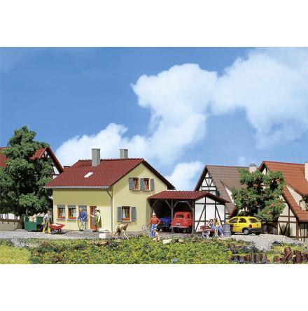 131224 Litet hus med carport