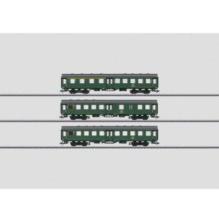 00764 Display med 16 st personvagnar