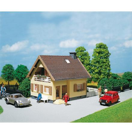 130205 Rustikt hus