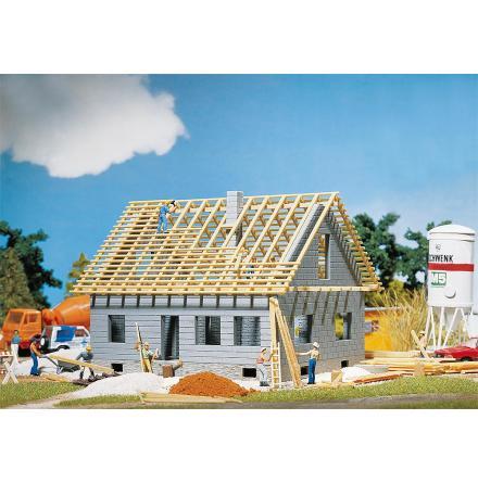 130303 Fristående hus under uppbyggnad