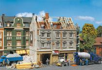 130456 Flervåningshus under renovering