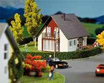 130318 Fristående hus, vinröd